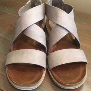 euro soft by Sofft gray leather Strappy Sandals